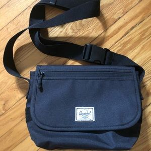 Herschel black messenger